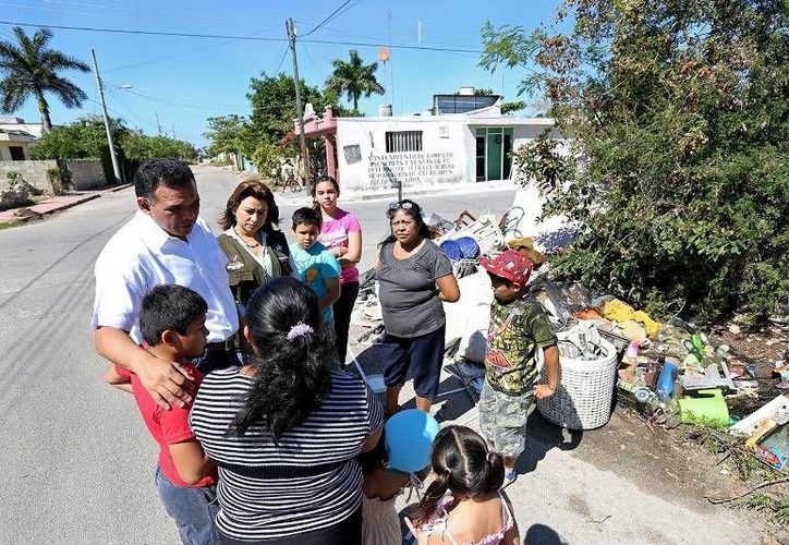 El Gobernador se sumó al Operativo de Descacharrización contra el Dengue 2014, desplegado en la colonias de Mérida. (Cortesía)