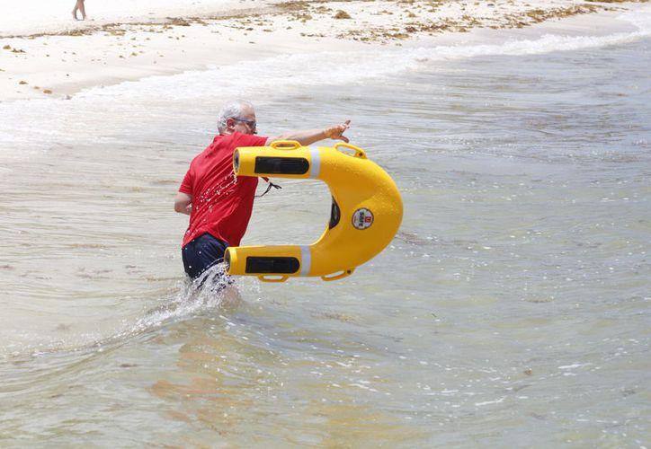 Preparado el dron para iniciar su rescate en aguas abiertas. (Foto: Sergio Orozco)