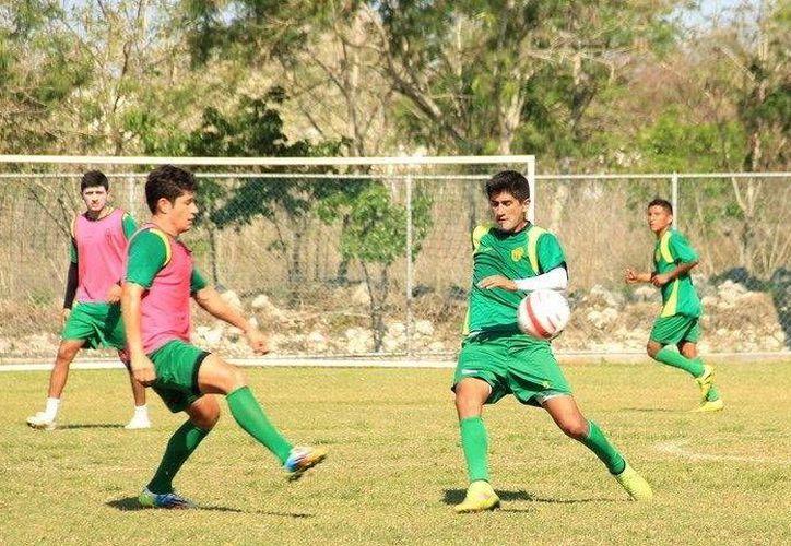 Los Venados del Mérida FC trabajaron ayer en el aspecto defensivo para no ser sorprendidos. (Milenio Novedades)