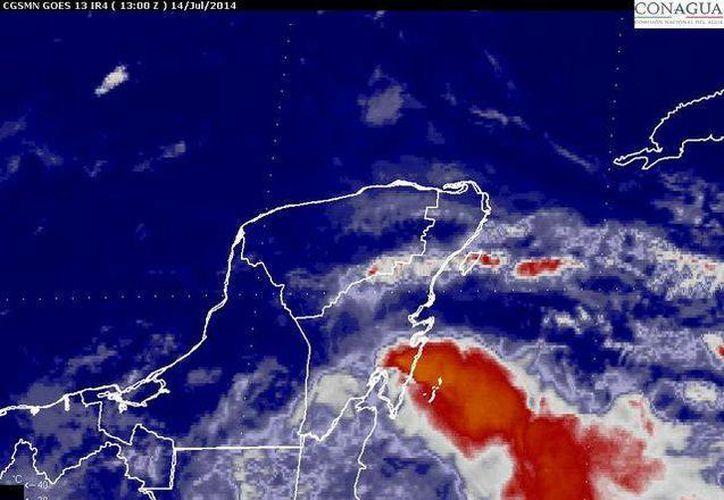 La onda tropical número 13 localizada sobre el mar Caribe permanece en movimiento hacia el oeste; provocando nubosidad y lluvias sobre su área de influencia. (Redacción/SIPSE)