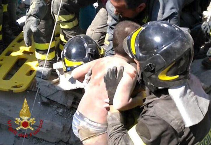 Los rescatistas se mantuvieron en contacto verbal con los niños durante la operación. (López Dóriga Digital)