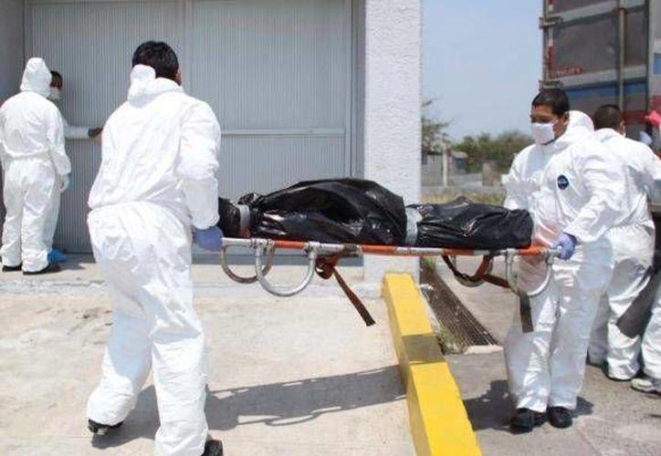 Ningún automovilista sospecharía que dentro de las camionetas blancas se lleva un flete de cadáveres. (Archivo/SIPSE)