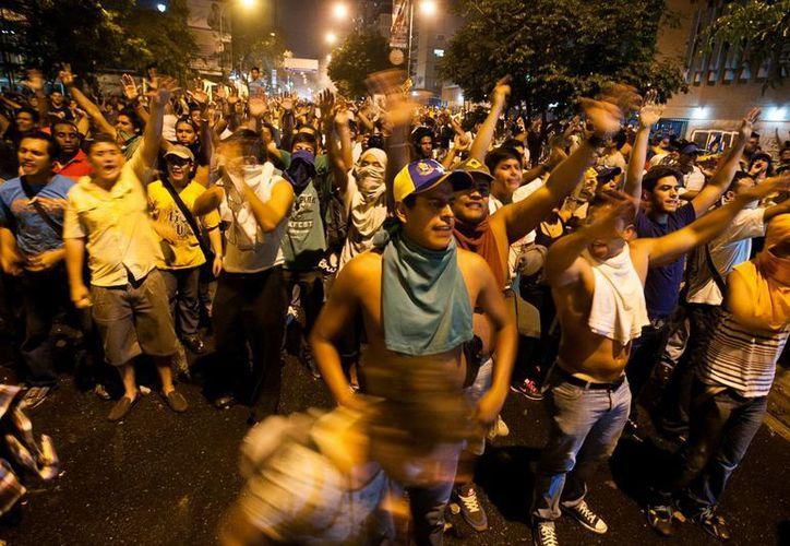 Opositores manifiestan su rechazo a la proclamación de Nicolás Maduro como ganador de las elecciones presidenciales de Venezuela. (EFE)