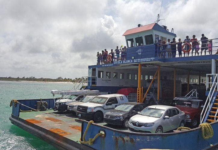 La terminal tiene dos muelles de espigón para el atraque de embarcaciones. (Jesús Tijerina/ SIPSE)