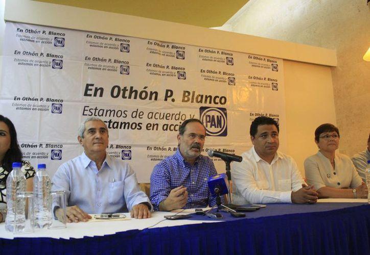 Madero Muñoz brindó una conferencia de prensa en compañía de los dirigentes municipales y estatales de PAN. (Harold Alcocer/SIPSE)