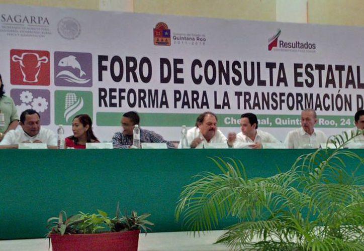 En el foro se tuvo la presencia de autoridades de Desarrollo Económico, que buscan impulsar el desarrollo agropecuario. (Redacción/SIPSE)