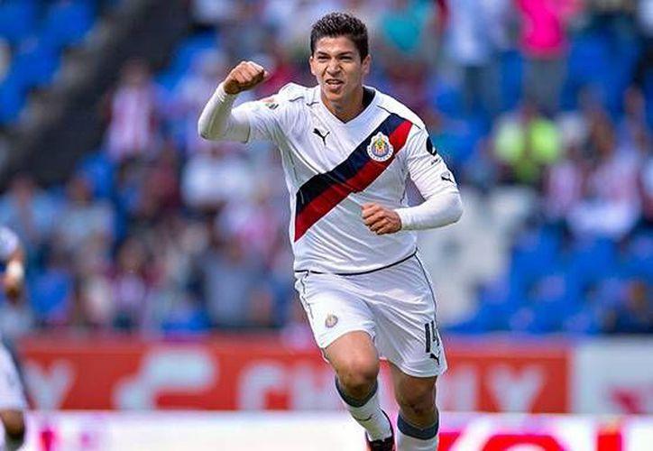 Ángel Zaldívar tuvo una buena temporada con las Chivas de Guadalajara, por lo que recibió la convocatoria a la Selección Mexicana.(Foto tomada de Futbol Total)