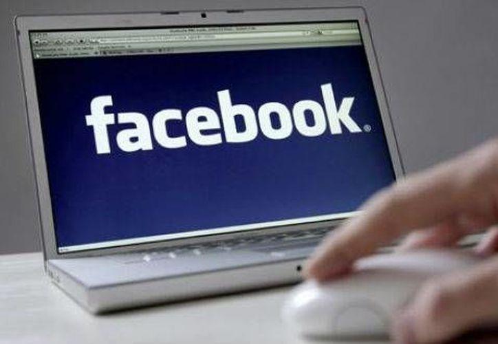 Cada vez son más las personas que suelen espiar en Facebook. (Contexto/Internet)