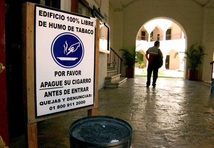 El Edificio Central de la Universidad Autónoma de Yucatán (Uady) es 100 por ciento libre de humo de tabaco. (Milenio Novedades)