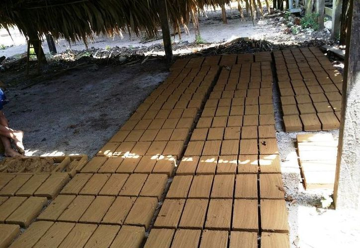 Los ladrillos han tenido buena aceptación en el sector de la construcción en Chetumal. (Redacción/SIPSE)