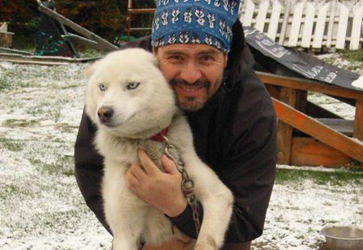 Hugo Flores, entrenador de los perros, en Ushuaia, provincia de Tierra del Fuego, sur de Argentina. (EFE)
