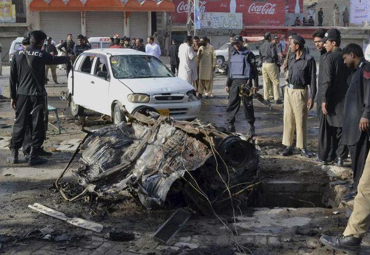 Hasta el momento nadie se ha adjudicado el atentado cometido con un coche bomba esta mañana en Quetta, Pakistán. (Foto: AP)