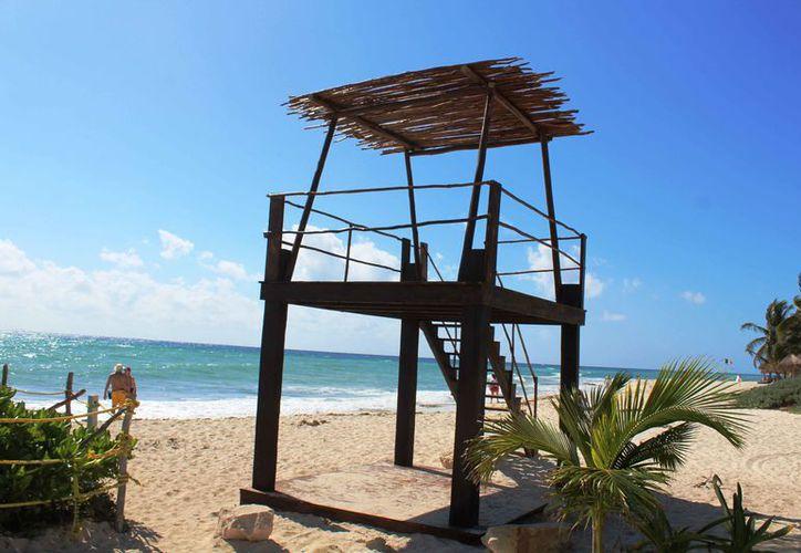 La Zofemat reemplazó la torre de guardavidas. (Octavio Martínez/SIPSE)