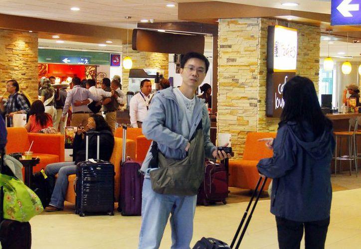 La afluencia en el aeropuerto de Mérida empieza a aumentar. El mes pasado llegaron miles de turistas por los eventos culturales. (Milenio Novedades)