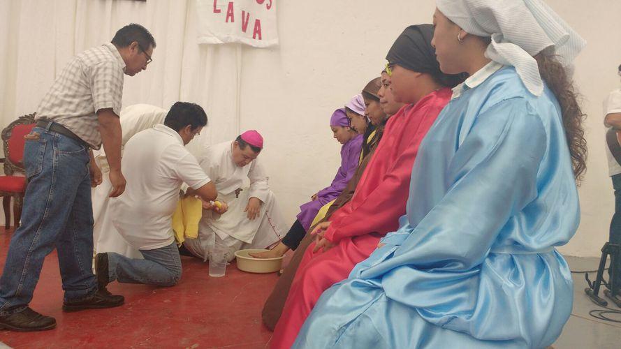 Acude Arzobispo a penal de Apodaca para lavatorio de pies