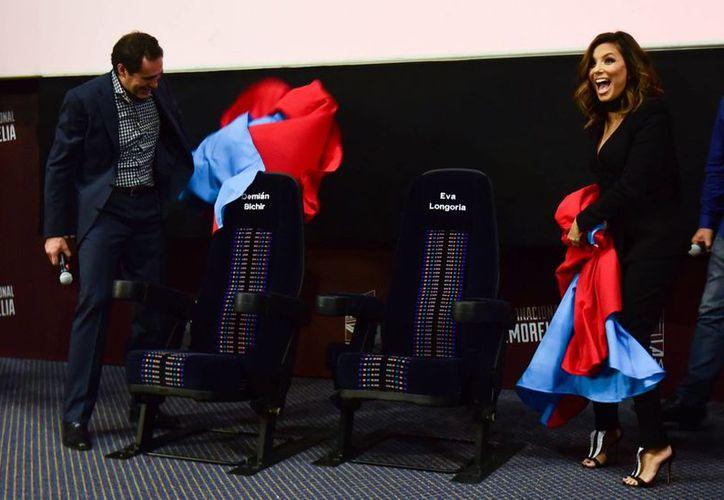 Demián Bichir y Eva Longoria con las butacas con su nombre en el Festival de Cine de Morelia. (Fotos: Notimex)