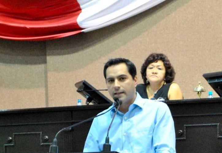 Al hacer uso de la máxima tribuna, Mauricio Vila Dosal exigió la aplicación de la justicia y el cumplimiento del combate a la corrupción a quienes desfalcaron al Isstey. (Milenio Novedades)