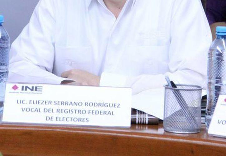 El titular del RFE en el Estado, Eleazer Serrano, detalló que en la mayoría de las credenciales de elector con datos falsas, estos se refieren a cambios de residencia. (José Acosta/SIPSE)
