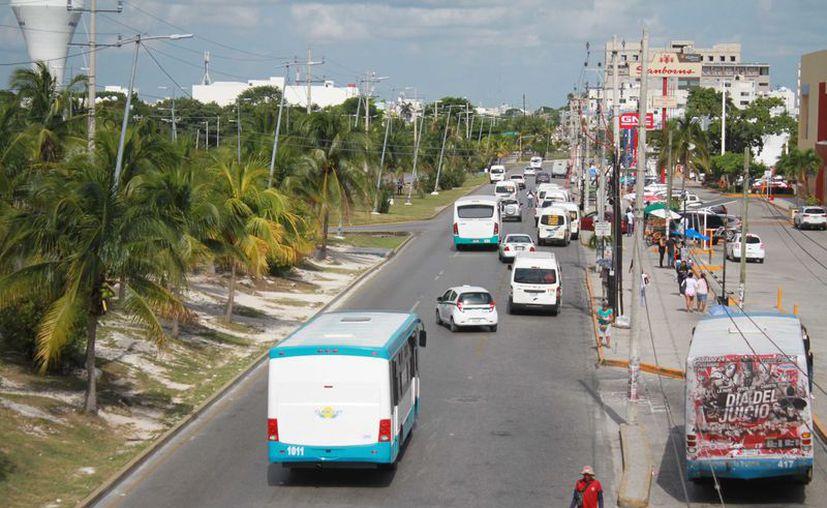 La meta es tener los corredores en un año a más tardar, y otorgar una concesión provisional a los transportistas. (Sergio Orozco)