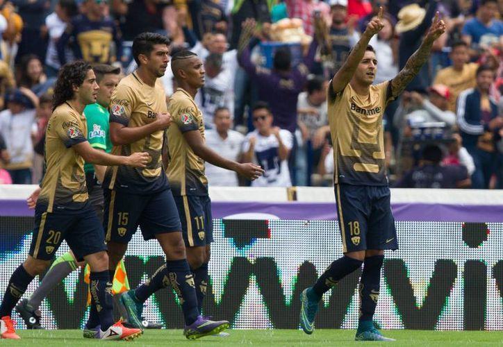 Con su victoria de este domingo sobre Tigres, los Pumas de la UNAM regresan a la cima del Apertura 2015, seguidos del León y de los Diablos Rojos del Toluca. (Archivo de Notimex)