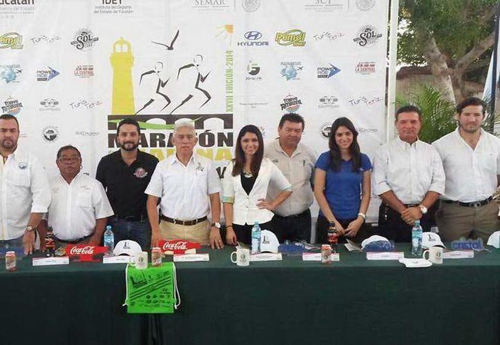 En rueda de prensa realizada ayer se dieron a conocer los pormenores del XXVII del Maratón de la Marina. (SIPSE)