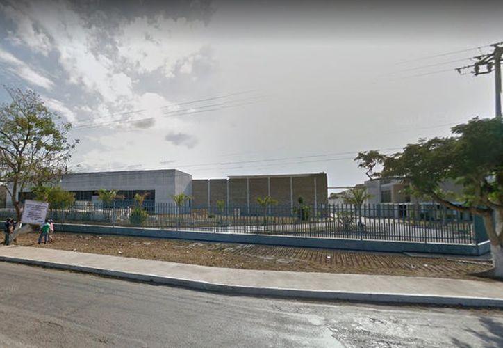 El edificio albergaba que anteriormente a una embotelladora se encuentra a las afueras del Aeropuerto Internacional de Mérida. (Google Maps)
