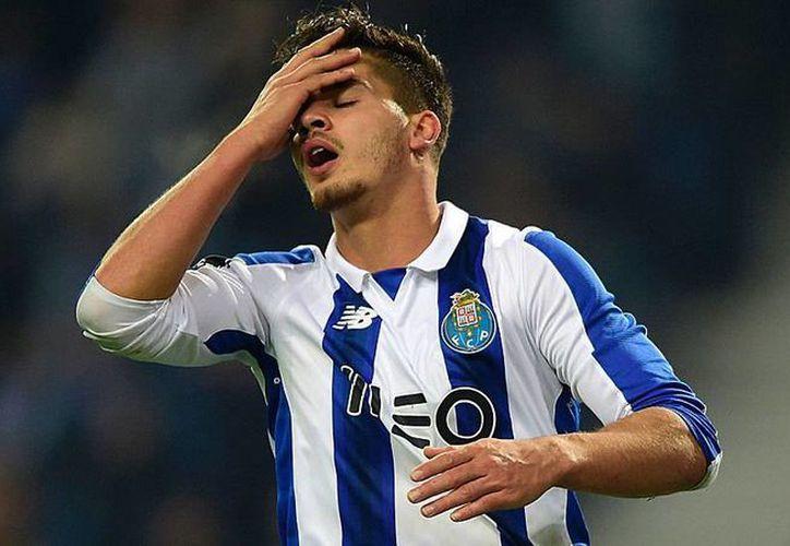 El Porto en el que juegan los mexicanos Herrera, 'Tecatito' y Layún fue eliminado de la Copa de Liga. Ya solo está vivo en dos competencias: la Liga local y la UEFA Champions League. (marca.com)
