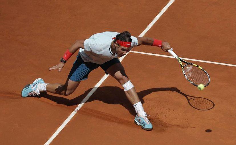Las eliminaciones de Djokovic, primero, y Federer, después, allanan el camino de Nadal hacia el título. (Agencias)
