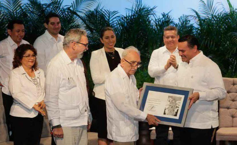 """Juan Francisco Peón Ancona recibió el premio """"Ayuntamiento de Mérida a la Cultura Ciudadana"""". (Novedades Yucatán)"""