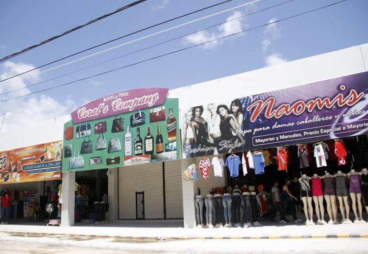 Buscan frenar tráfico de cerveza, gasolina, azúcar y abarrotes entre Quintana Roo y Belice. (Israel Leal/SIPSE)