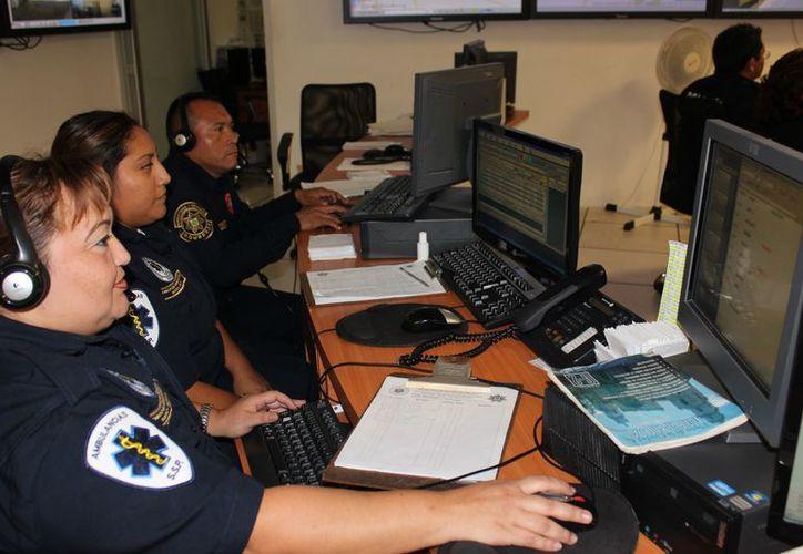 Muchas de las llamadas de emergencia son bromas e insultos. (SSP)