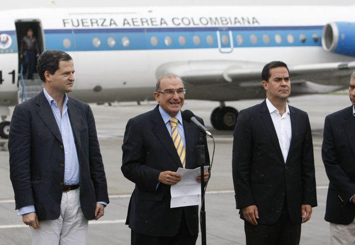 El equipo de negociadores de paz del Gobierno de Colombia viajó el domingo a Cuba. (Agencias)