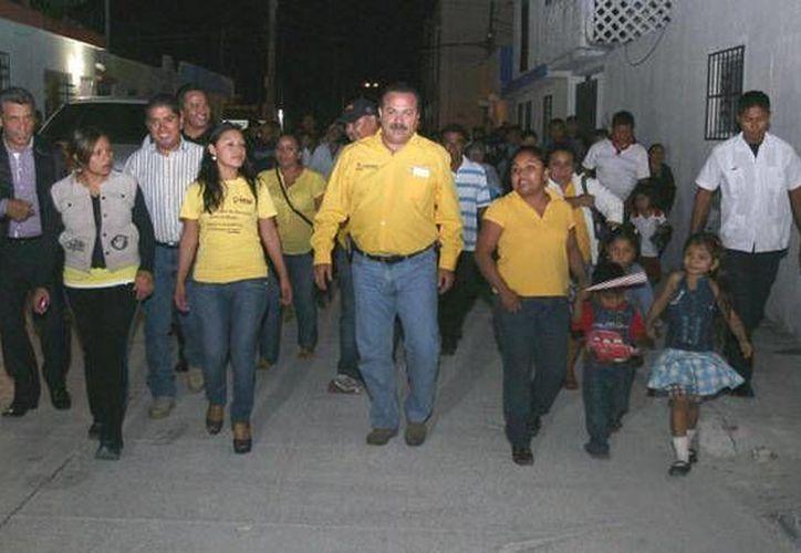 El presidente municipal realizó un recorrido por las nuevas calles. (Cortesía/SIPSE)