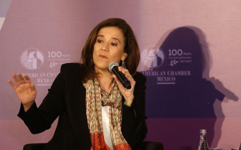 Margarita Zavala de Calderón, en una reunión con empresarios, reclamó que no se tome en cuenta a todos los candidatos presidenciales. (Notimex)