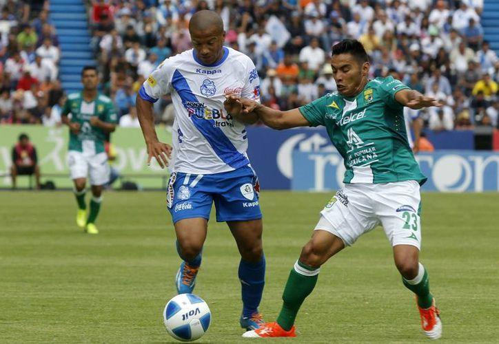 Con el resultado, León suma cuatro encuentros consecutivos sin victorias y Puebla rompió una racha de tres derrotas consecutivas. (Notimex)