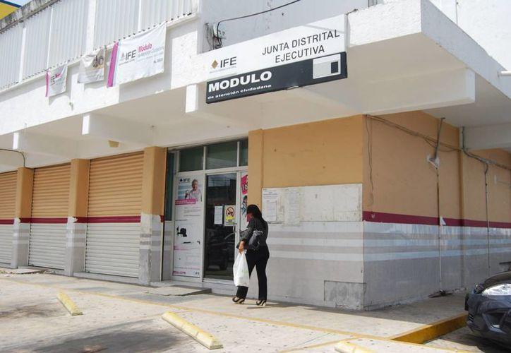 Los partidos piden al IFE profundizar las pesquisas sobre los yucatecos que se dieron de alta con datos falsos. (Tomás Álvarez/SIPSE)
