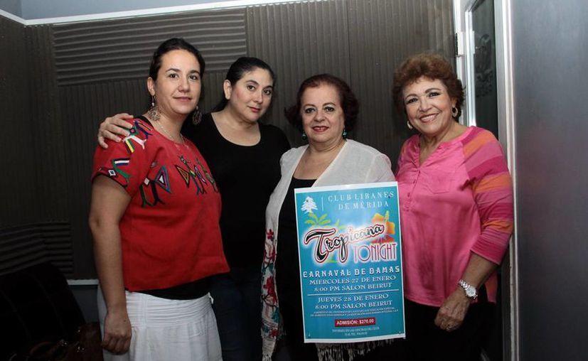 Invitadas destacaron que el baile precarnavalesco de las Damas del Club Libanés es una tradición en Yucatán. (Jorge Acosta/SIPSE)