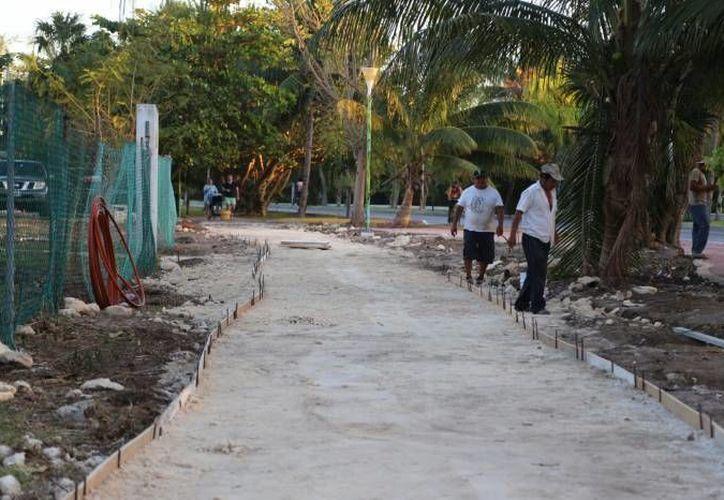 La presión de la ciudadanía hizo que las autoridades reconstruyeran la ciclopista, ubicada en la zona hotelera. (Israel Leal/SIPSE)
