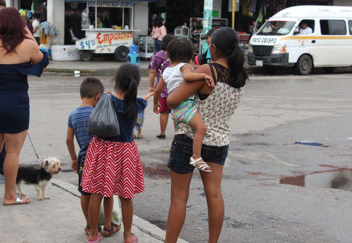 Algunos niños no viven von el padre o la madre o viven sin uno de ellos, lo que puede indicar abandono y vulnerabilidad. (Joel Zamora/SIPSE)