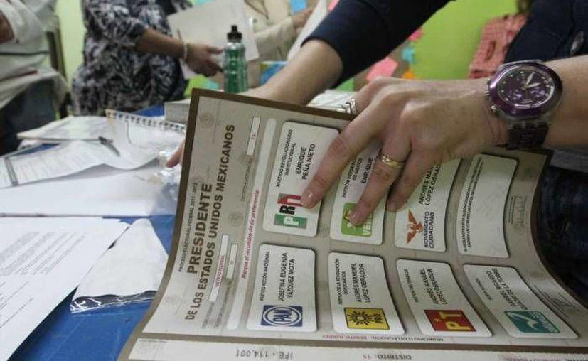 De los 300 legisladores que realizaron campaña electoral, 121 se fueron por encima del tope de gastos establecidos. (Notimex/Contexto)