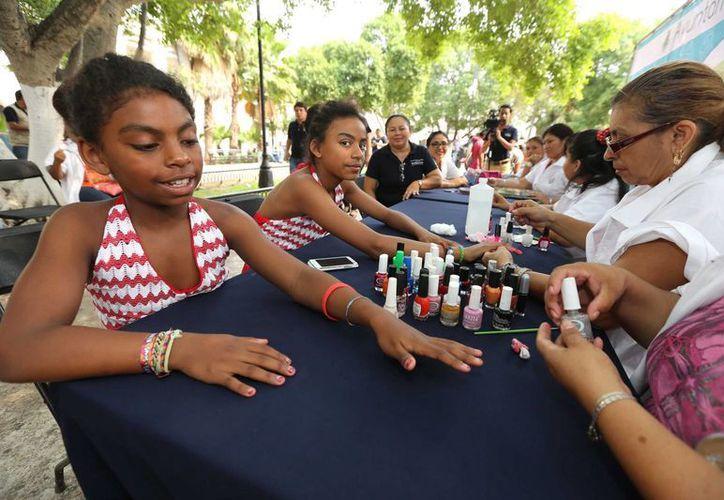 Este miércoles 30 de abril el programa Spa Mamá se convirtió en Spa niños, en la Plaza Grande de Mérida. (SIPSE)