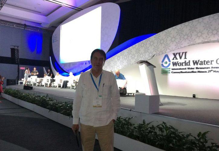 El doctor Felipe Arreguín Cortés fue entrevistado en el marco del Congreso Mundial del Agua. (Luis Soto/SIPSE)