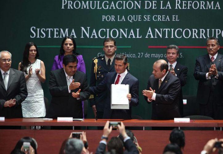 Peña Nieto felicitó a las diferentes fuerzas políticas por su trabajo para sacar adelante la reforma anticorrupción. (Notimex)
