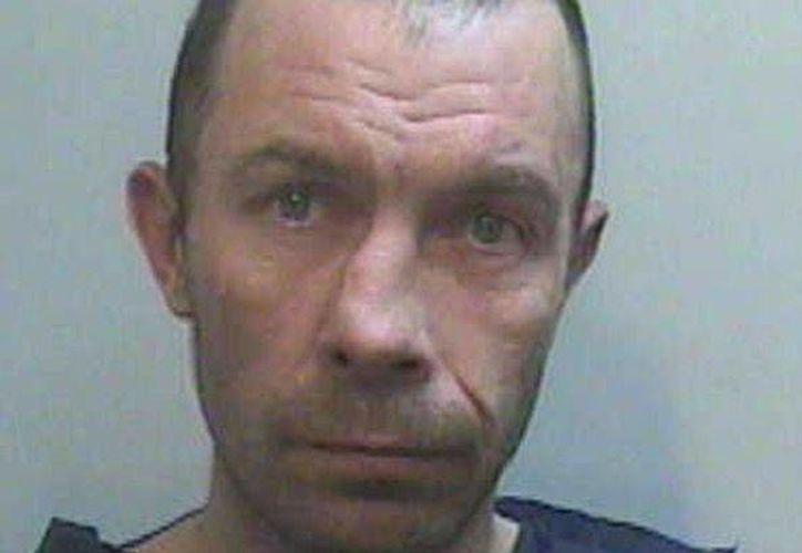 Mark Smith intentó evitar ir a prisión alegando que confundió con su novia a la mujer con quien mantenía relaciones a fuerza. (mirror.co.uk)