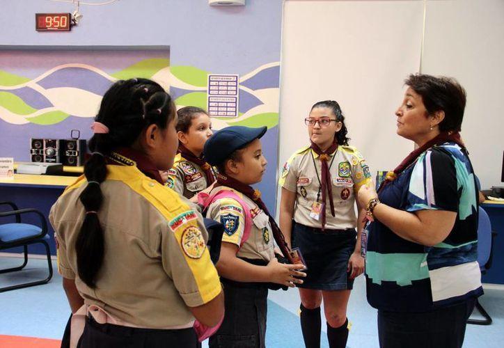 Las escultistas recorrieron las instalaciones del CRIT Yucatán. (Jorge Acosta/SIPSE)