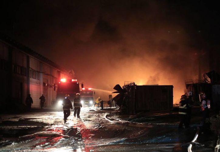Dos proyectiles lanzados desde territorio palestino cayeron en una fábrica de la ciudad de Sderot, al sureste de Jerusalén. (AP)