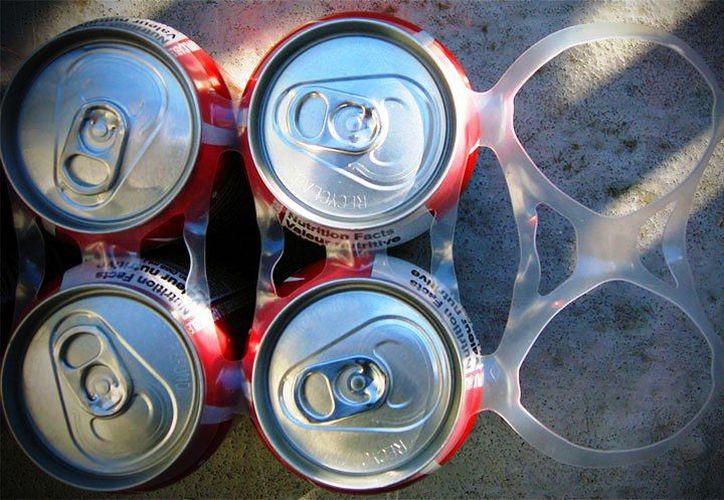Los anillos de plástico contribuyen a la contaminación del medio ambiente. (Foto: contexto Internet)