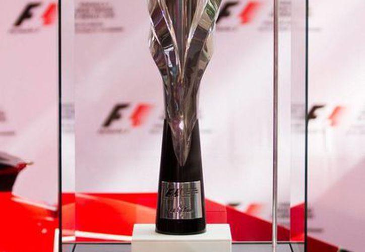 El trofeo que se entregará a los ganadores del Gran Premio de México. (Notimex)