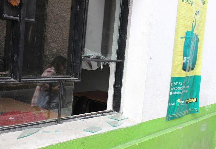 Imagen del lugar por donde una persona entró a la casa de empeño de la Fundación Dondé, en el Centro de Mérida, y sustrajo varios objetos. (Cortesía)
