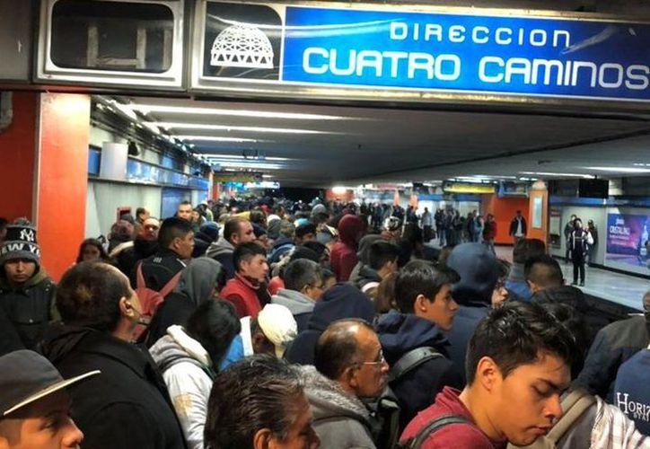 El Metro informó que durante la madrugada daría mantenimiento a la subestación eléctrica del tramo Xola-Tasqueña, tras el corto circuito que provocó la suspensión en la mitad de la Línea 2 por más de dos horas. (Milenio)